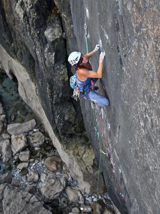 """Emma Twyford, na """"Mercia Wall"""" E8 6c, Stennis Ford, Pembroke"""