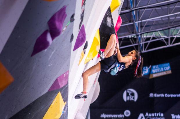 Najskuteczniejsza w tym sezonie na boulderach, aktualna mistrzyni świata - Natalia Grossman. Tu podczas PŚ w Innsbrucku 2021